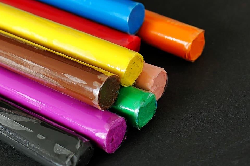 la plastilina ayuda a diferenciar los colores a los niños más pequeños