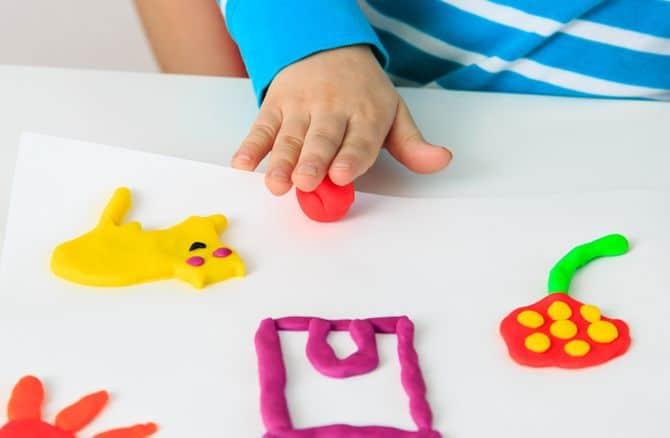 la plastilina ayuda a mejorar la motricidad fina en los pequeños
