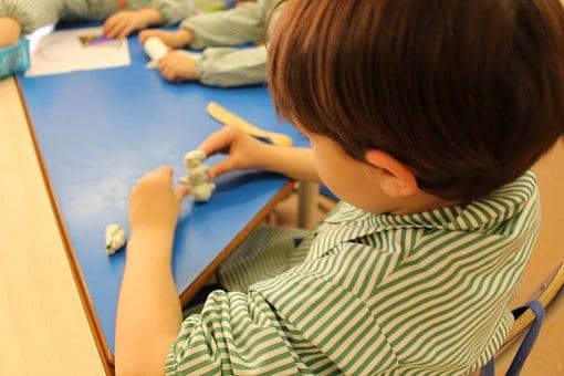la plastilina fomenta el trabajo en equipo de nuestros pequeños