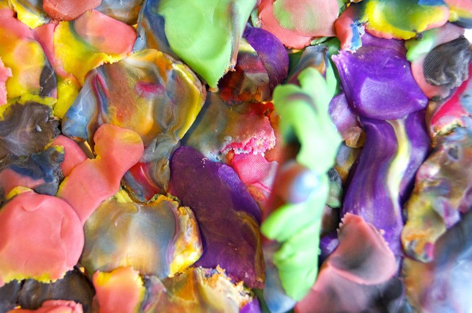la plastilina fomenta la creatividad de los niños